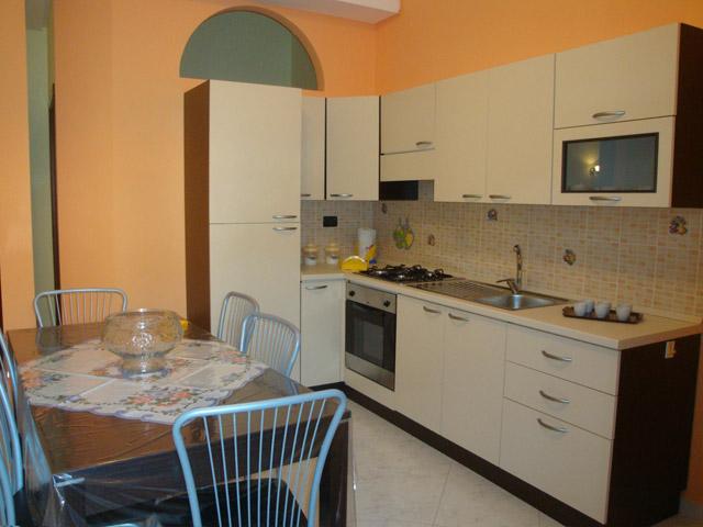 Casa vacanza vicina al mare sicilia trappeto for Cucina casa mare